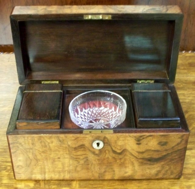 Georgian English Tea Caddy in Curly Rosewood, 1820