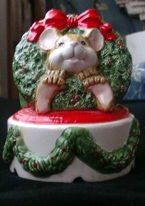 San Francisco Music Box Company Christmas Mouse