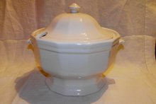 Pfaltzgraff Heritage Soup Tureen with Lid
