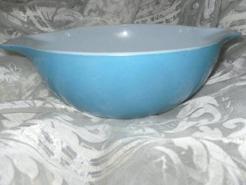 Vintage Pyrex 4 Quart Mixing Bowl