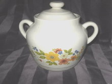 Vintage Sweet Flower Bake Serve & Store Stoneware Pot