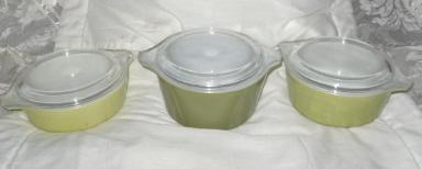 Vintage Pyrex Covered Bowls  **Set of 3