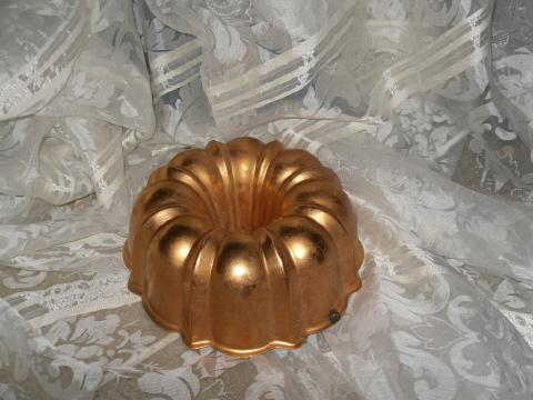 Vintage Copper Bumdt Pan