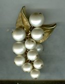 Imitation Pearl  Cluster Pin/Pendant