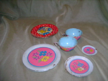 Vintage Ohio Art Tin Dishes