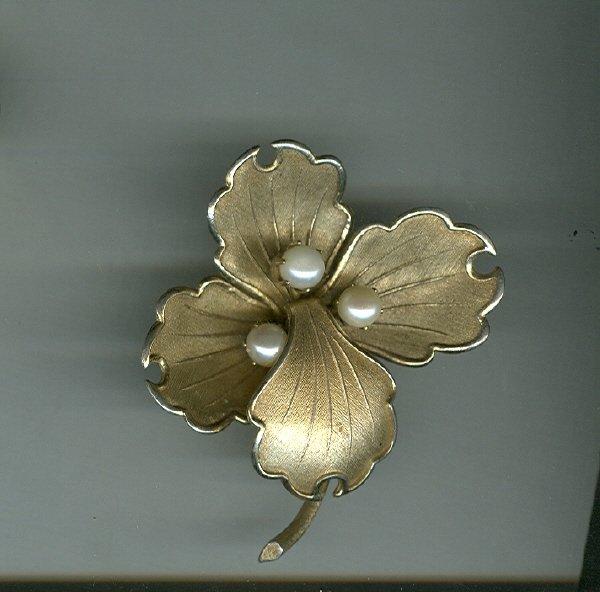 Vintage  Lisner Flower Pin