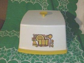 1960's - 70's  Cake Saver
