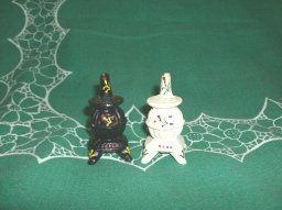 Vintage Cast Iron Pot Belly Stove Salt & Pepper Shakers