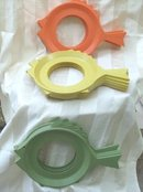 Retro Fish Plastic Plate Mate Holders  (4 Pc Set)