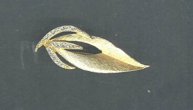 Vintage Gold Tone Stylized Leaf Pin