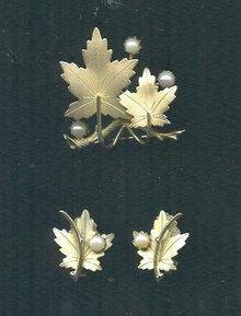 Vintage Sarah Coventry Leaf Brooch & Earrings Set