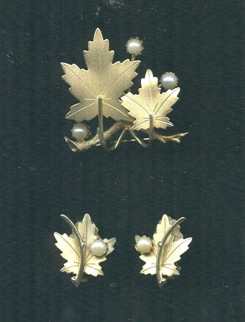 Vintage Sarah Coventry Leaf Brooch & Earrings Set