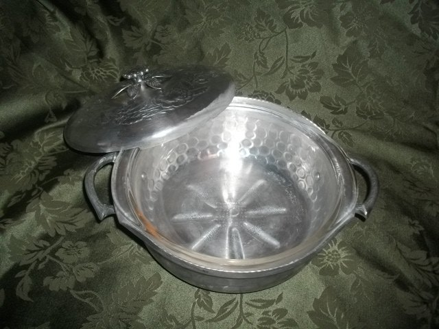 Vintage Everlast Aluminum Casserole Dish & Cover w/Pyrex Dish Included