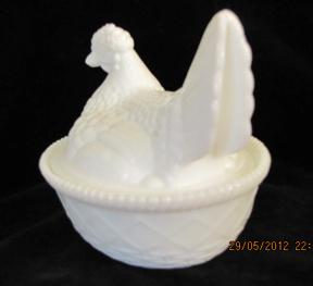 Kemple Hen on Nest Milk Glass