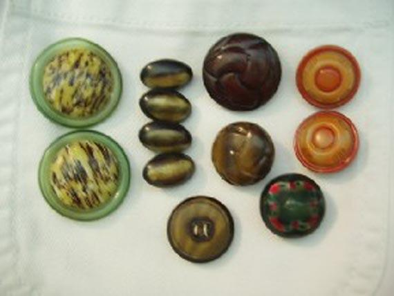 Lot of 12 celluloid buttons