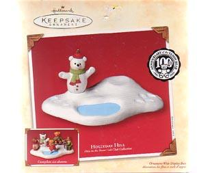 Hallmark  Teddy Bear Hollydale Hill Base Plus 4 Figures Christmas Decoration