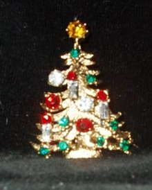 Weiss Gold and Rhinestone Christmas Tree Pin