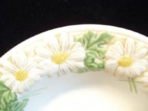 Metlox Poppytrail Sculptured Daisy Fruit Bowl