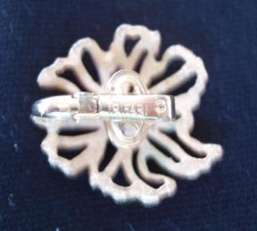 Earrings Trifari White and  Goldtone - Clip