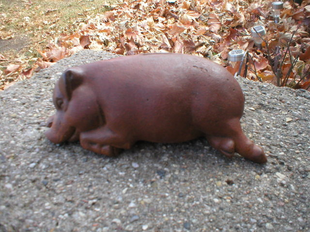 HAPPY SLEEPING DREAMING CAST IRON PIG BANK