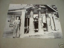 RED CROWN GAS STATION PRINT