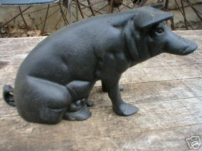 CAST IRON SITTING PIG IOWA COLLECTORS ITEM NR