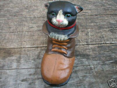 CAST IRON CAT IN BOOT IOWA COLLECTORS ITEM NR