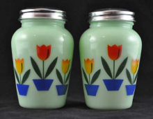 JADE JADITE JADEITE TULIPS DESIGN SALT AND PEPPER SET