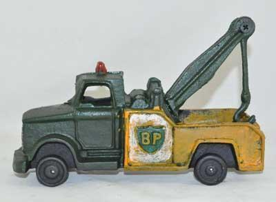GREEN YELLOW WRECKER TOW TRUCK CAST IRON BP