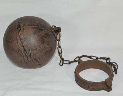 BALL & CHAIN RUSTIC CAST IRON