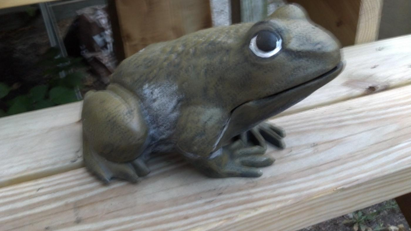 BROWN FROG HEAVY CAST IRON