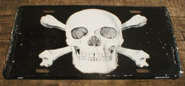 SKULL CROSSBONES LICENSE PLATE SIGN METAL ADV AD SIGNS