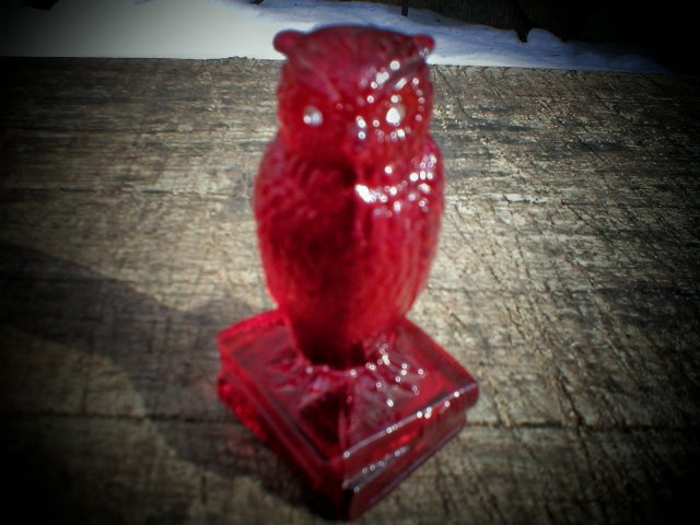 RUBY RED GLASS OWL ON BOOKS GLASS DECORATIVE ITEM O