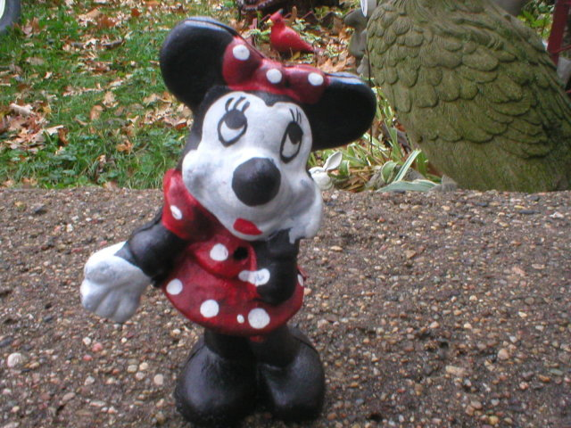 MINNIE MOUSE COIN BANK CAST IRON
