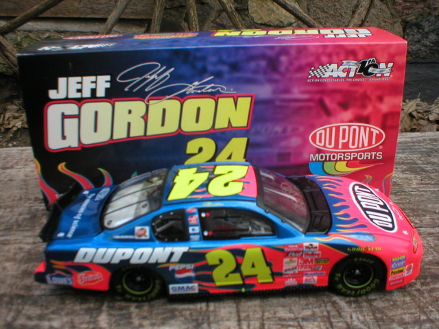 JEFF GORDON 1:24 DUPONT 2002 ACTION DIECAST CAR G
