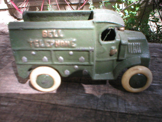 CAST IRON GREEN BELL TELLEPHONE TRUCK IRONWARE DECOR T