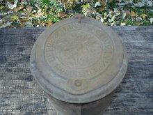 ONE DEERE & MANSUR COMPANY CAST IRON PLANTER TOP ON PLANTER BOX