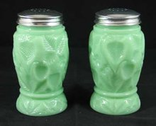 JADE JADITE JADEITE STRAWBERRY DESIGN SALT PEPPER SHAKERS