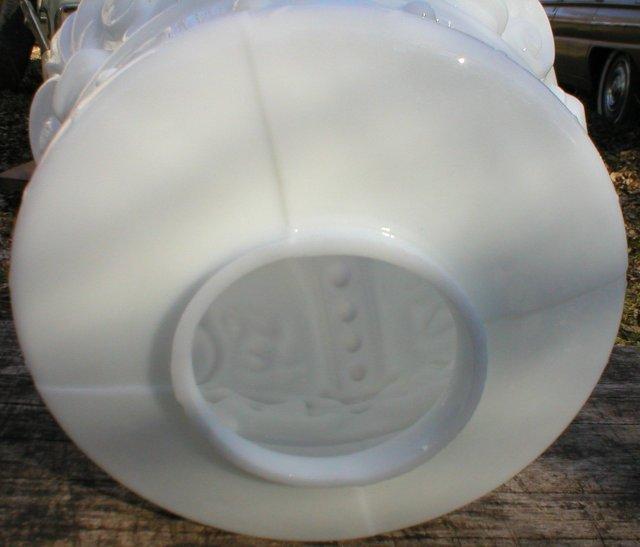 WHITE CROWN GASOLINE MILK GLASS GAS PUMP GLOBE