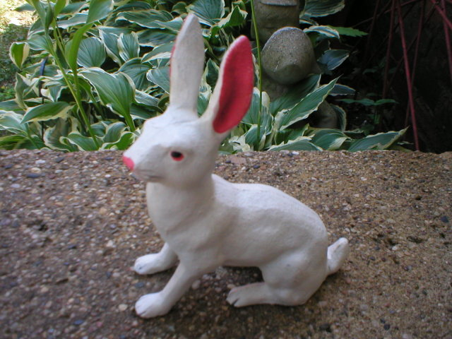 SMALL CAST IRON WHITE RABBIT HOME DECOR R