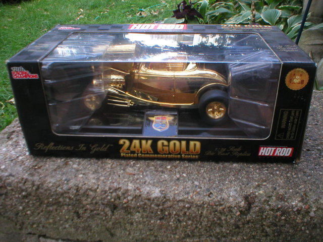 1932 1:24 FORD ROADSTER 24K Gold