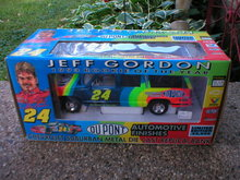JEFF GORDON 1:25 DUPONT 1993 CHEVROLET SUBURBAN DIECAST BANK