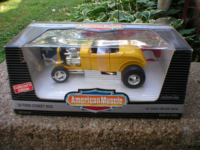 AMERICAN MUSCLE 1:18 32 FORD STREET ROD