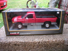 1:18 AMERICAN MUSCLE RED CASE IH DODGE RAM PICKUP