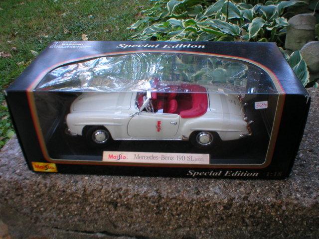 1955 1:18 MERCEDES-BENZ 190SL WHITE CONVERTIBLE