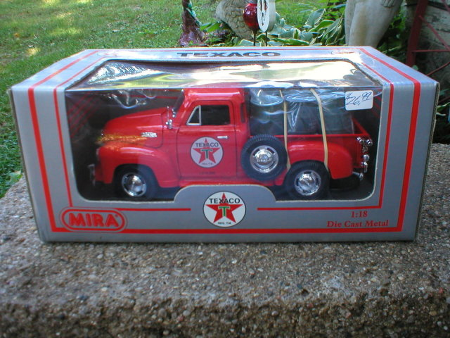 1953 1:18 RED CHEVROLET TEXACO PICKUP