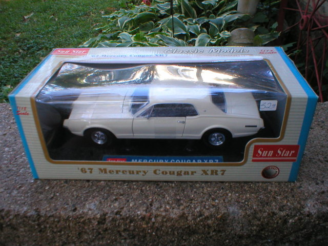 1967 1:18 DIECAST WHITE MERCURY COUGAR XR7