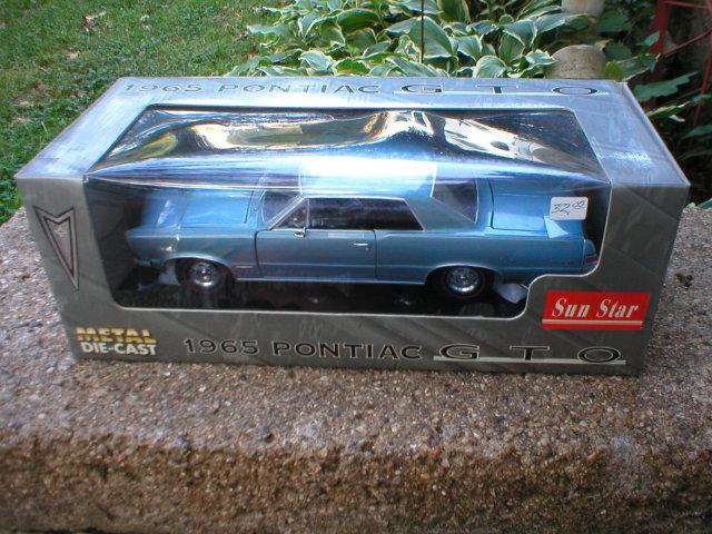 1965 1:18 DIECAST BLUE PONTIAC GTO P