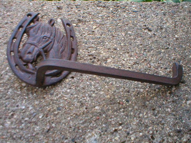CAST IRON HORSESHOE TOILET PAPER HOLDER H