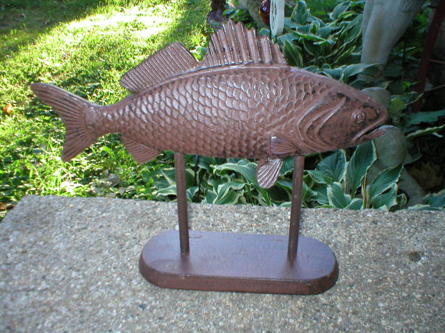CAST IRON FISH ON STAND HOME GARDEN DECOR
